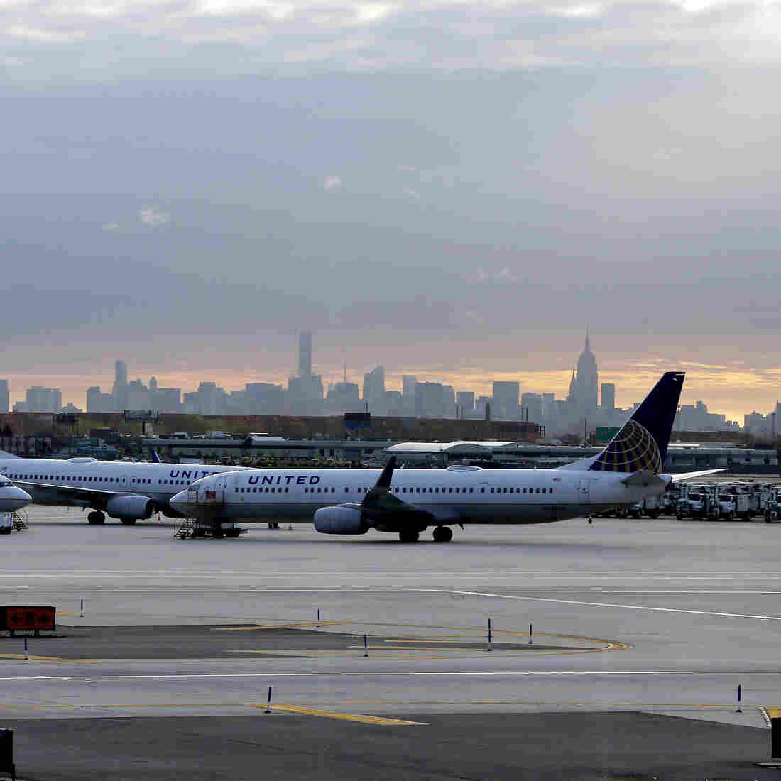 United Airlines CEO, Other Senior Executives Resign Amid Investigations