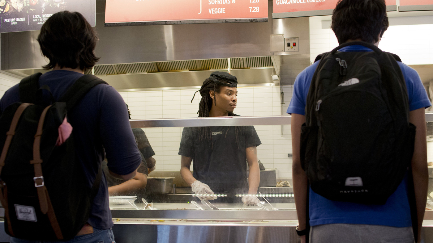 Chipotle Conducts Mass Hiring Event At Its U S Restaurants