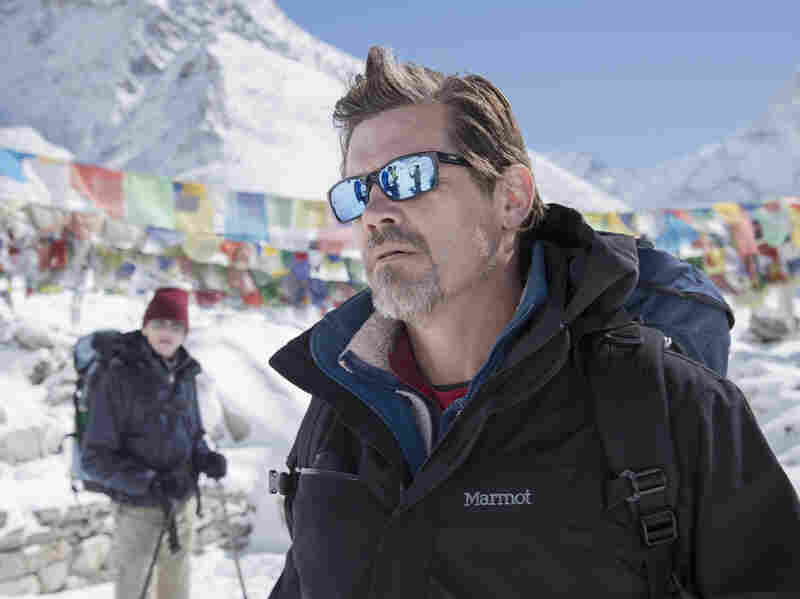 Beck Weathers (Brolin) lost half of his right arm in the Everest climbing disaster.