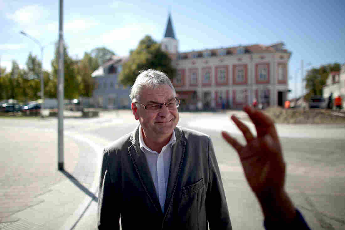Seelow Mayor Jorg Schroder says older Germans, who lived through the flood of refugees who came at the end of WWII, are more open to the migrants arriving now from the Mideast.