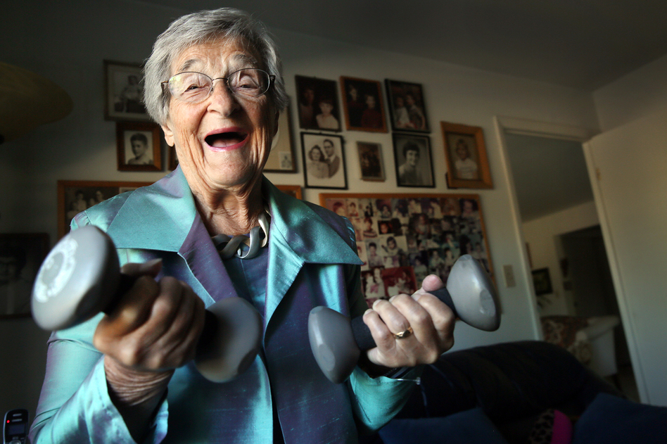 Belle Likover, a 95-year-old retired social worker, told Case Western Reserve medical students that growing old gracefully is all about being able to adapt to one's changing life situation, including health challenges. (Lynn Ischay/Kaiser Health News)