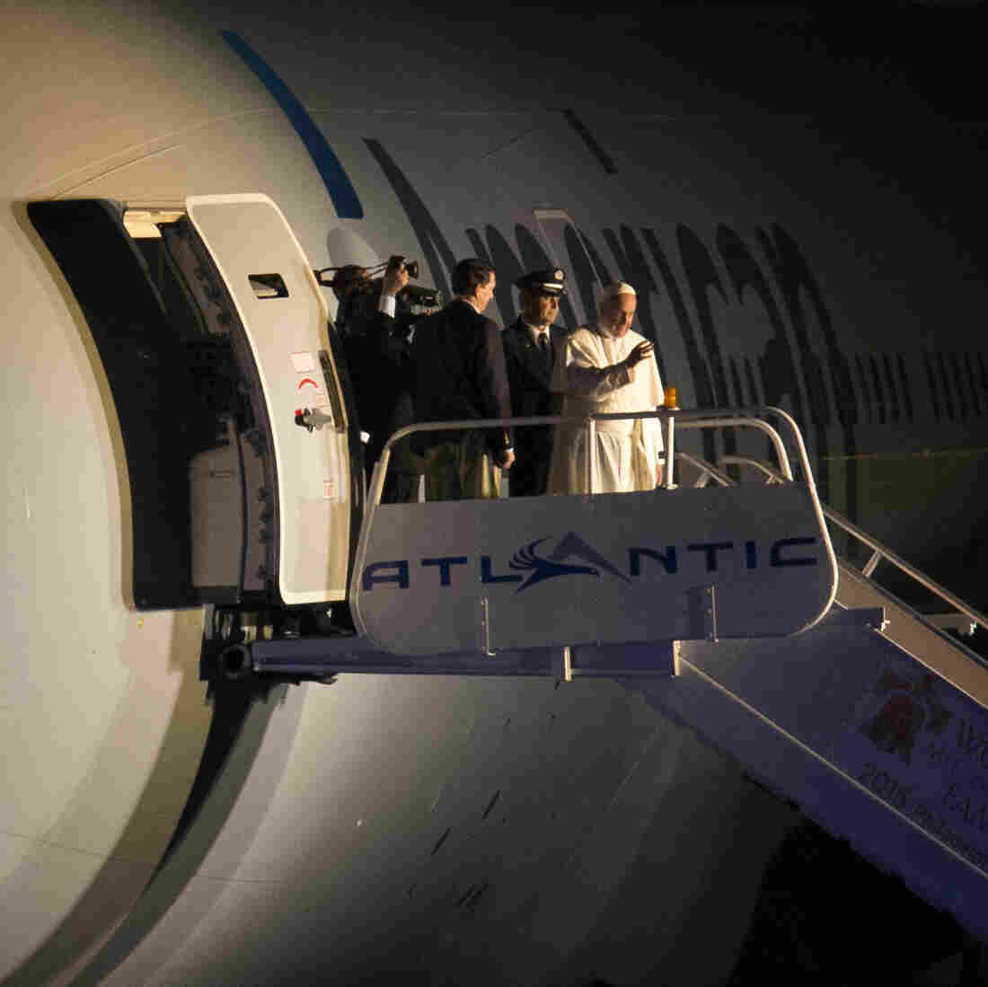 An Airborne Papal Press Conference As Francis Returns Home
