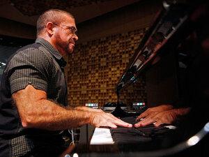 Pianist Anthony de Mare.