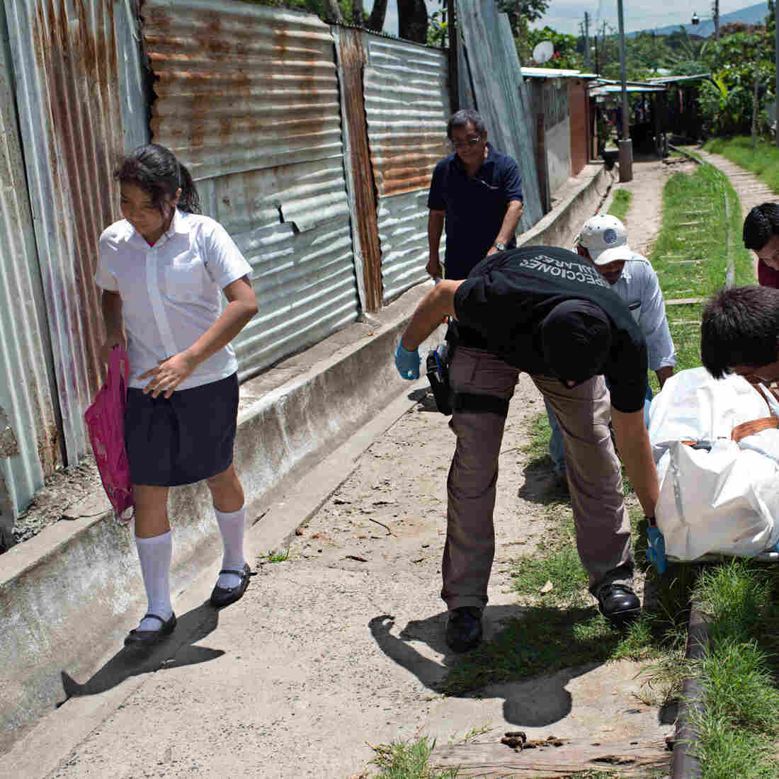 The Surreal Reasons Girls Are Disappearing In El Salvador: #15Girls