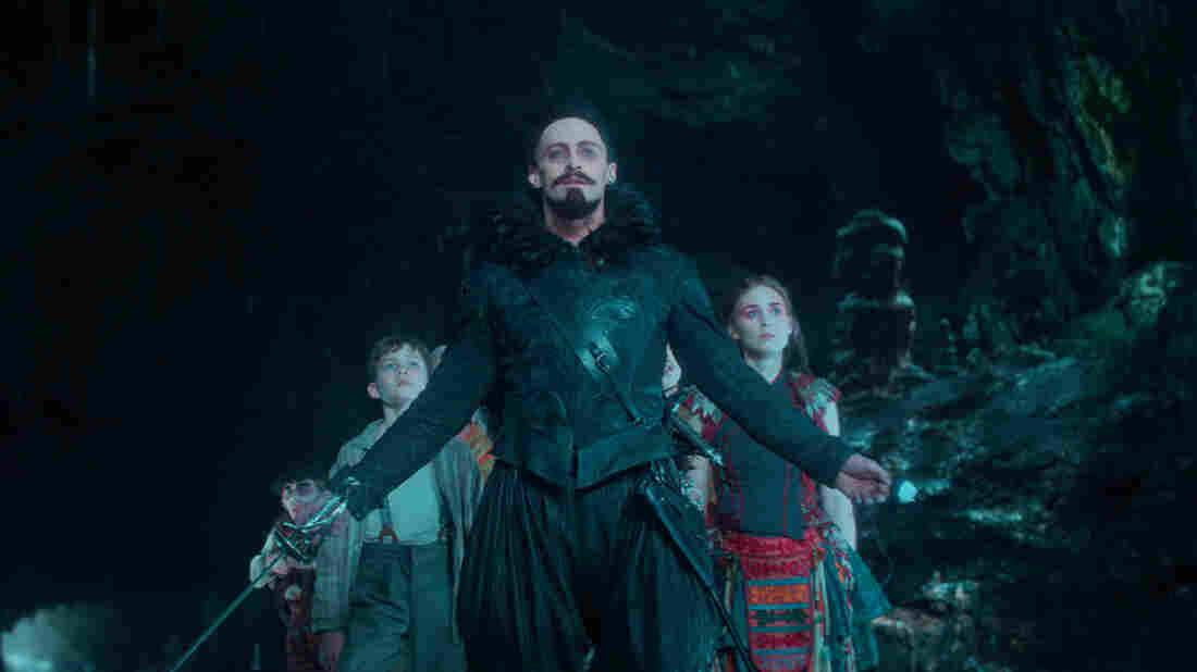 A 12-year-old Peter (Levi Miller), with the help of the warrior Tiger Lily (Rooney Mara), must defeat the pirate Blackbeard (Hugh Jackman) in Pan.