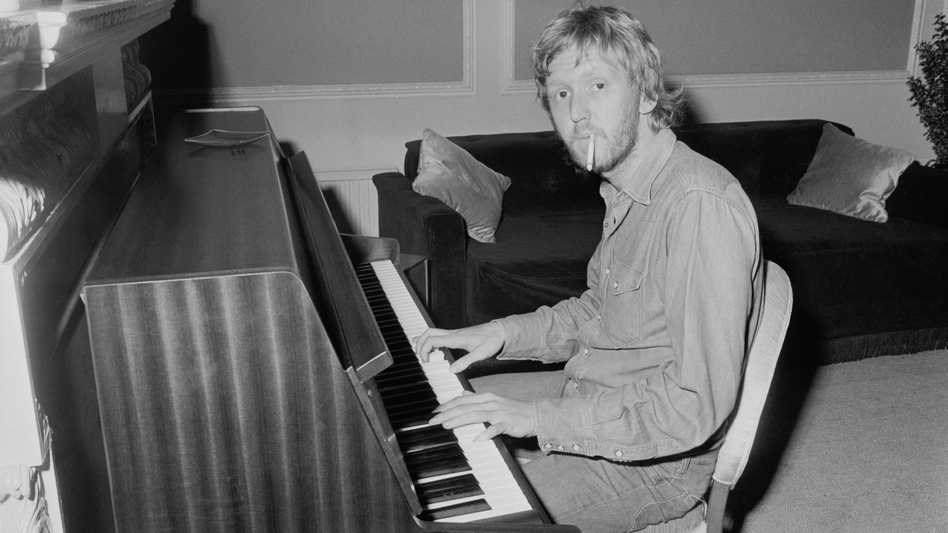 Harry Nilsson at the piano in 1972. (Daily Express/Hulton Archive/Getty Images)