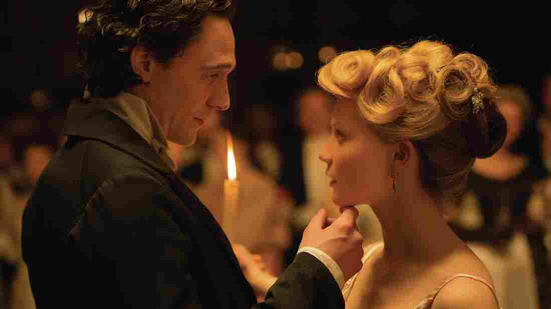 Sir Thomas Sharpe (Tom Hiddleston) seduces Edith Cushing (Mia Wasikowska) in Crimson Peak.