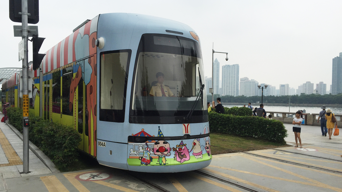 In Dc And China Two Approaches To A Streetcar Unconstrained By Wiring Money Out Of Wires Npr