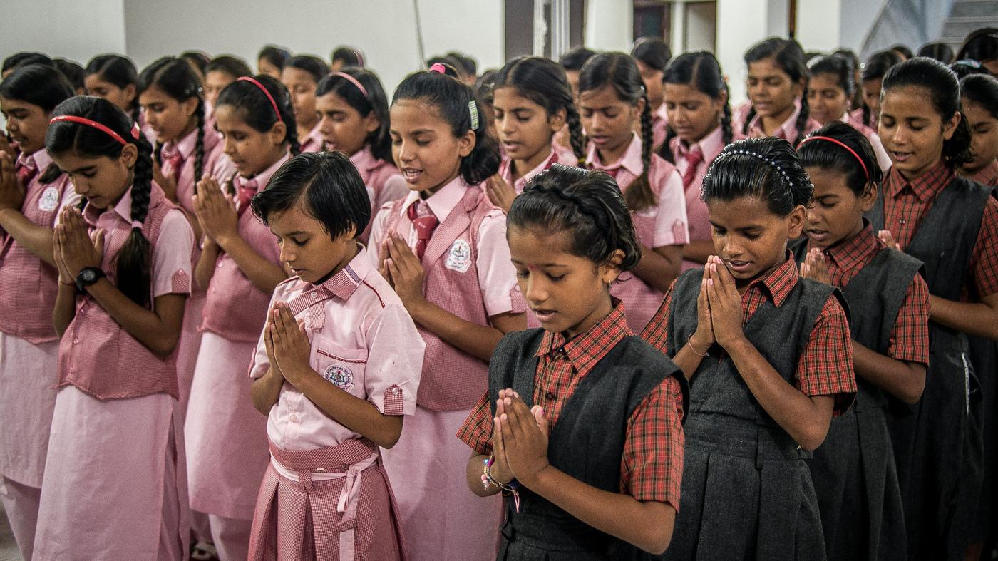 praying in school - HD2000×1335