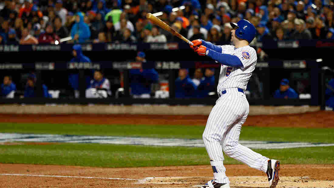 David Wright of the New York Mets hits a two-run home run Friday night in the first inning against the Kansas City Royals.