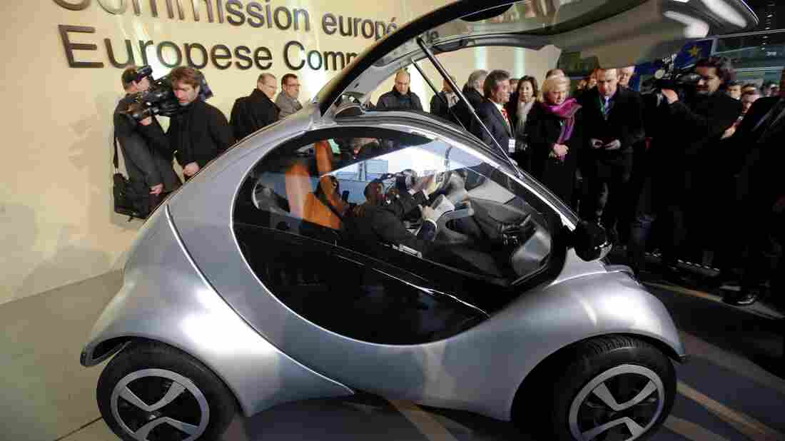 "There was a lot of excitement in 2012, when the Hiriko car was unveiled at this event at European Union headquarters in Brussels. At the time, the then-president of the European Commission, Jose Manuel Barroso, hailed the car as a trans-Atlantic ""exchange between the world of science and the world of business."""