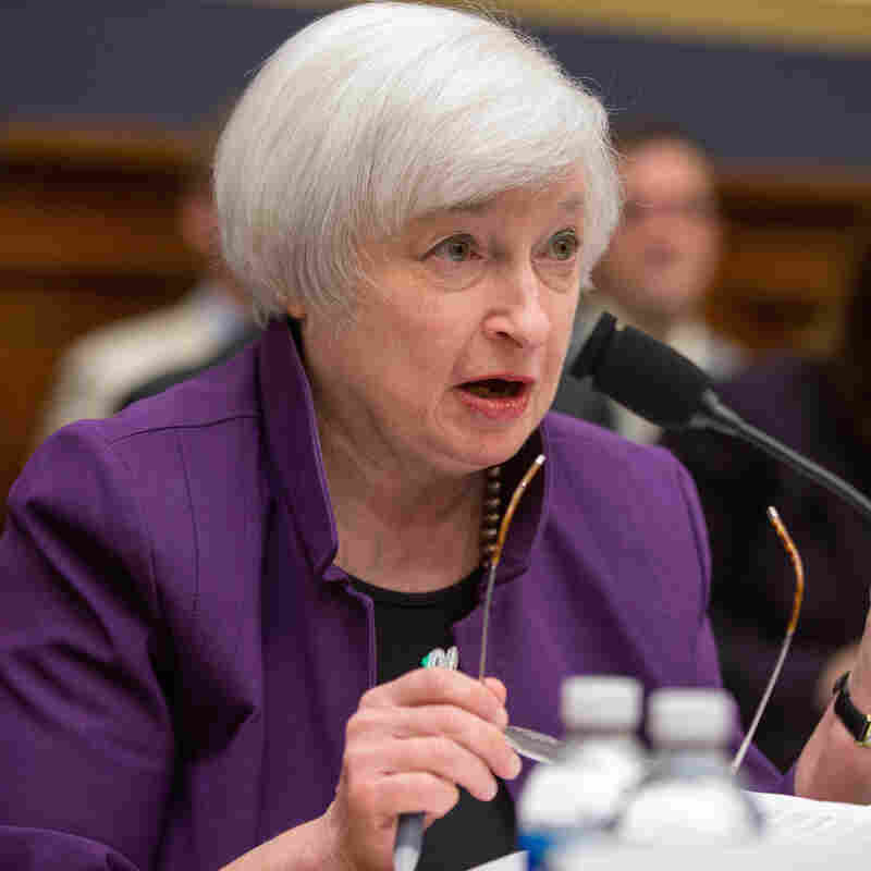 Fed Chief Says A Rate Hike In December Is Still A 'Live Possibility'