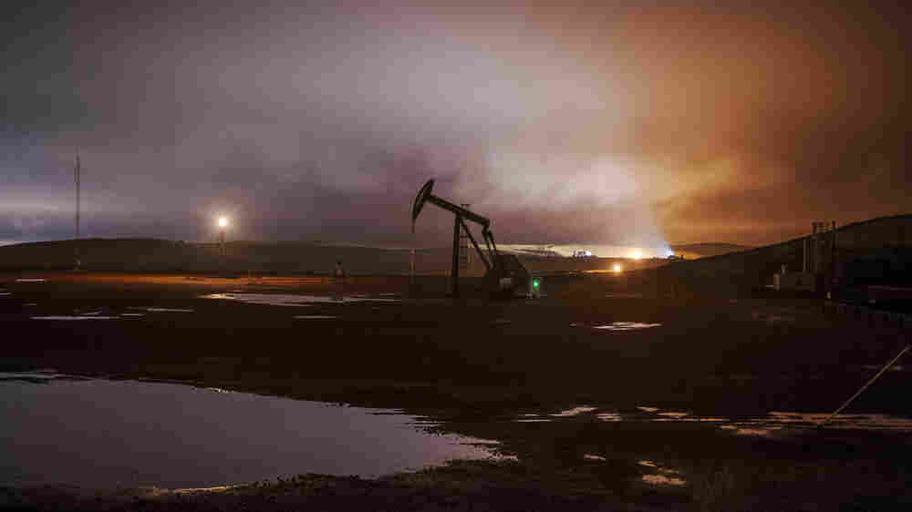 Oil Boom Means Sky Watchers Hoping for Starlight Just Get Stars, Lite