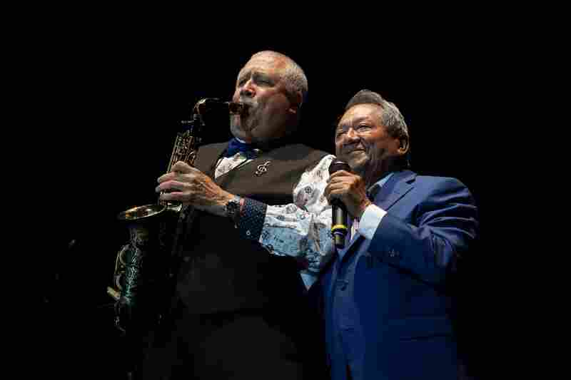 Cuban saxophonist Paquito D'Rivera and Mexican composer Armando Manzanero join forces on stage.