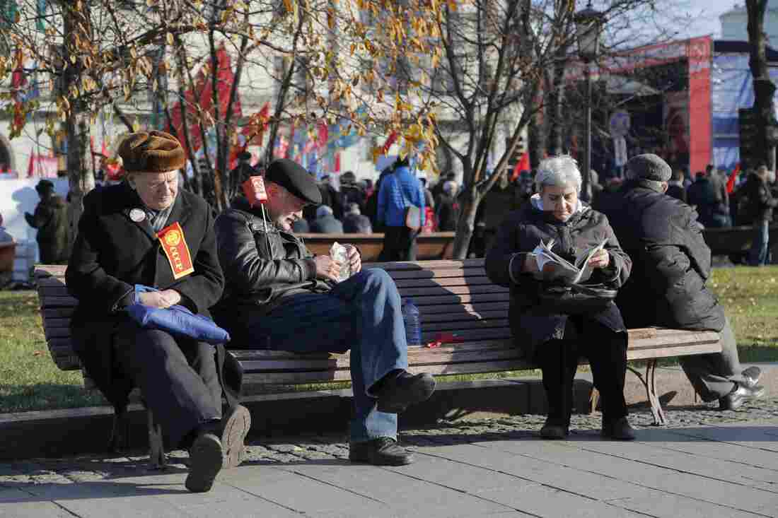Older Russians relax during a rally in Moscow. Even with steady improvements in life expectancy, Russian men — whose life expectancy was about 56 years in 1995 — today have an average life span of just under 66 years. Men in Europe live on average 10 years longer.