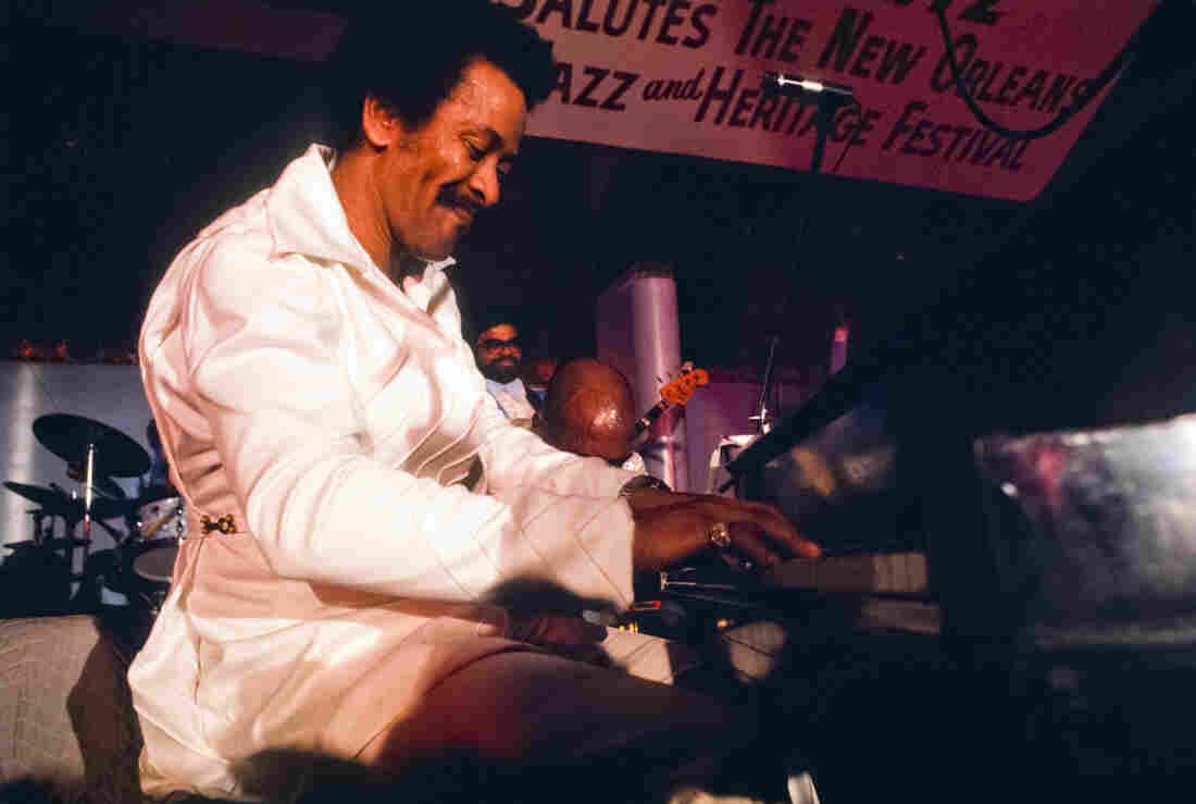 Allen Toussaint on stage at the 1977 New Orleans Jazz Festival.