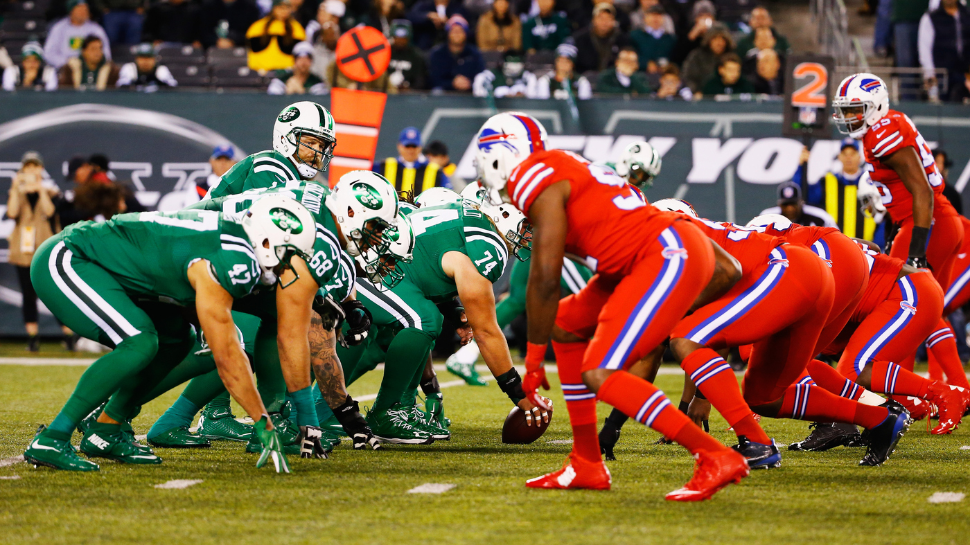 new styles 31286 8d94a NFL's Red And Green Uniforms Described As 'Torture' By ...