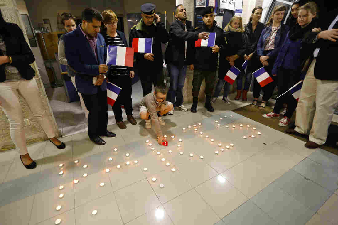A candlelight vigil for the victims of the Paris attacks was held outside the French Cultural Center in the West Bank city of Ramallah.