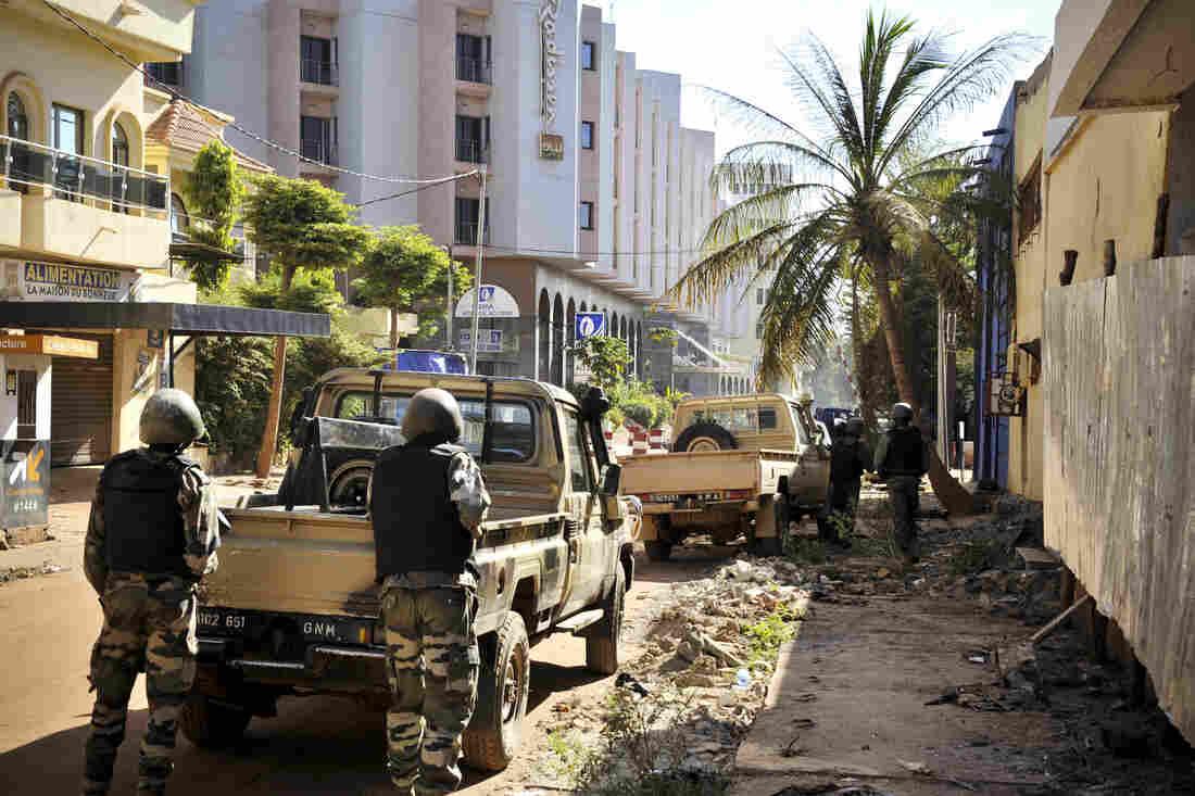 Malian troops take position outside the Radisson Blu hotel in Bamako.