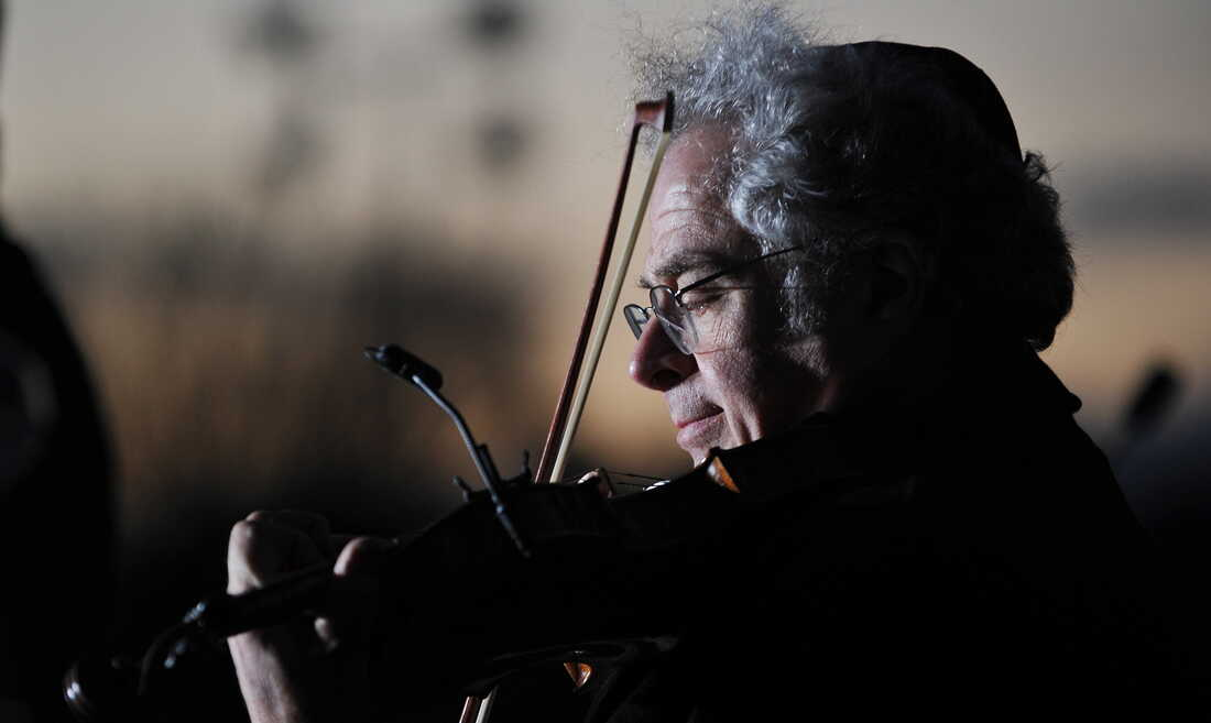 Itzhak Perlman performs during the annual national Hanukkah menorah lighting ceremony on the White House Ellipse in 2010.