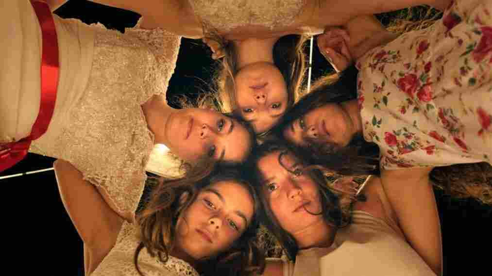 Tugba Sunguroglu, Ilayda Akdogan, Doga Zeynep Doguslu, Elit Iscan and Günes Sensoy play five orphaned teen sisters who live with their grandmother in the film Mustang.