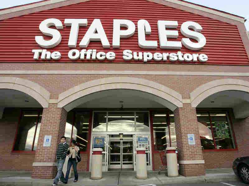 The planned merger by Staples and Office Depot faces opposition from federal regulators, who say it would hurt competition for businesses buying office supplies.
