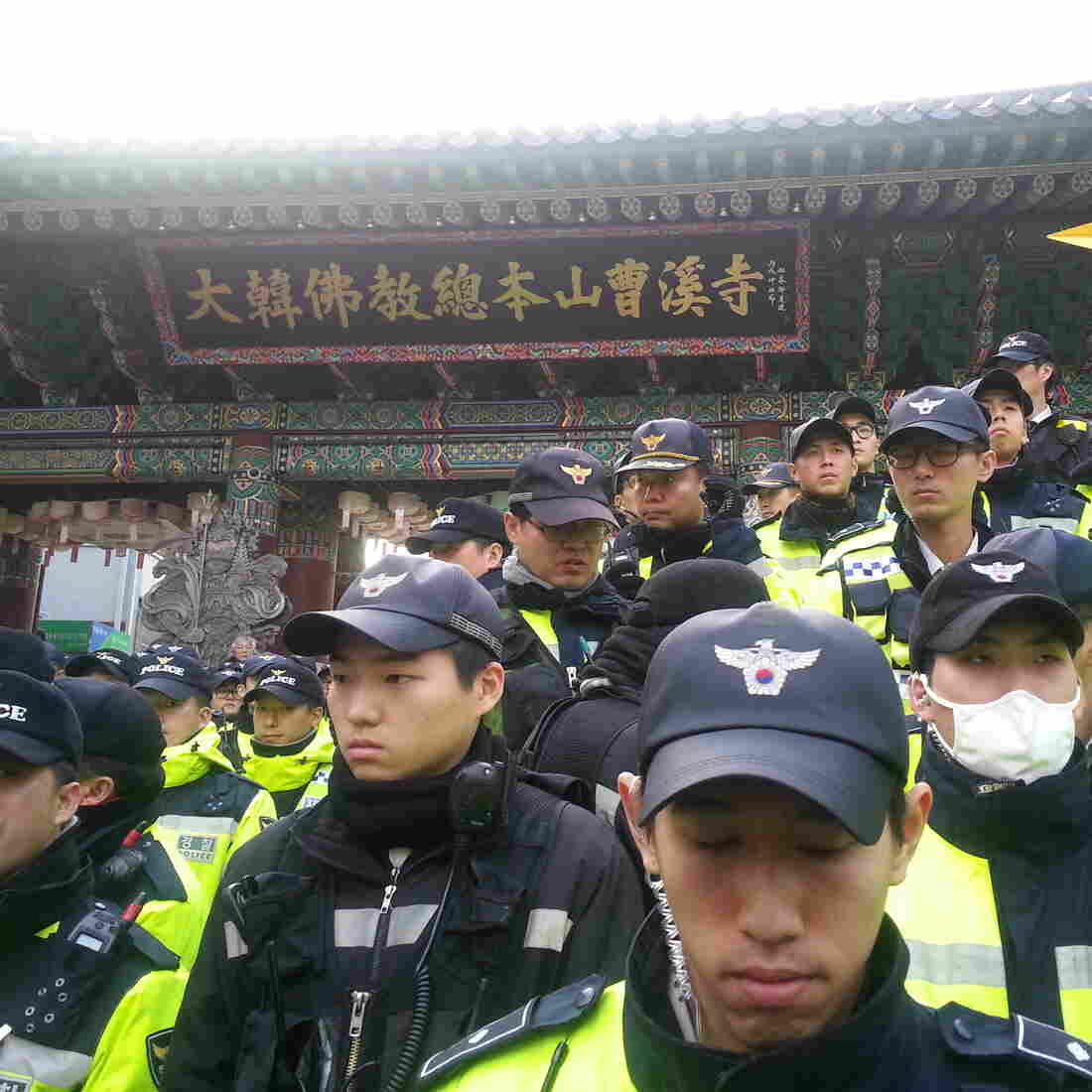 In Seoul, A Showdown Ends Between Police And Buddhist Monks