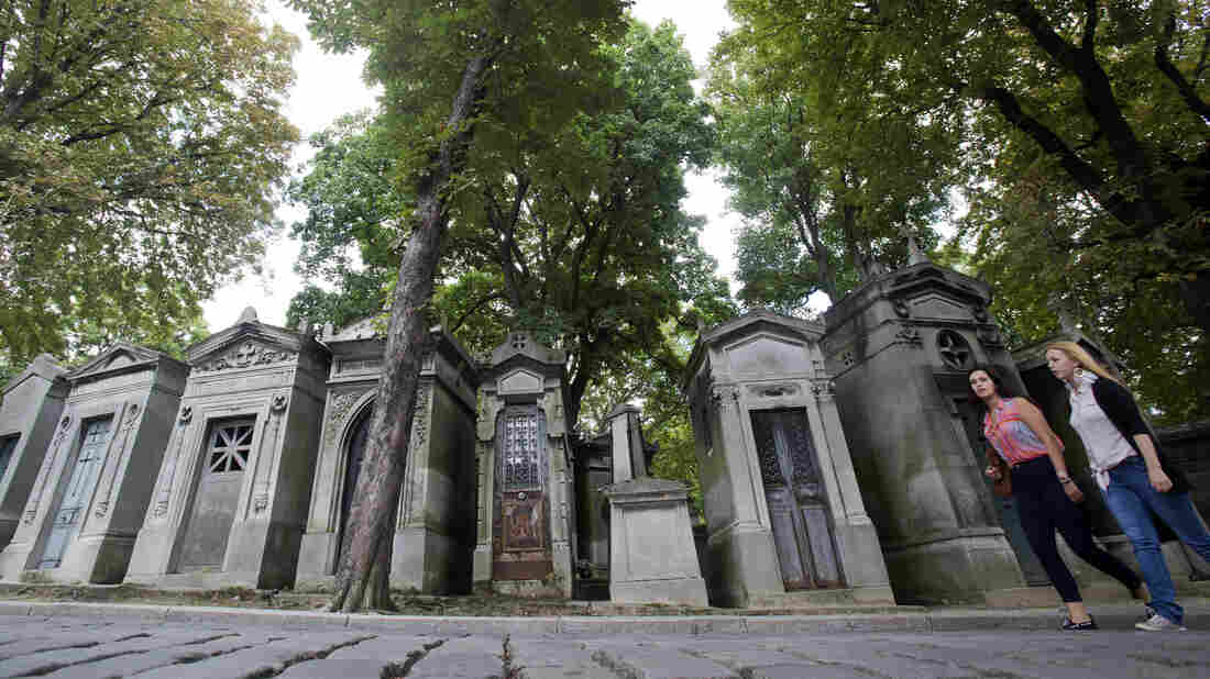 Père Lachaise cemetery in Paris is considered the first modern community of the dead.