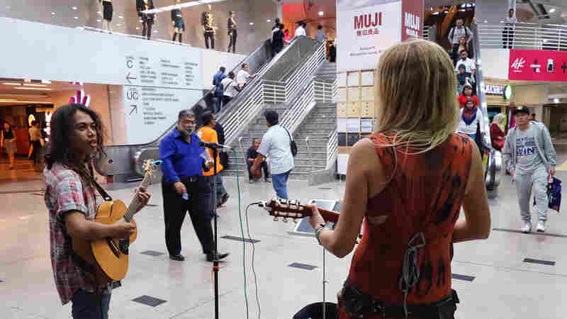 Malaysia Gives Buskers A Stage Of Their Own