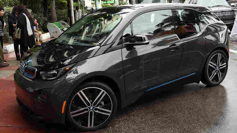 The fleet of U.S. vehicles has kept its fuel efficiency at a record high, the EPA says. Here, an electric BMW i3 is seen in Miami.