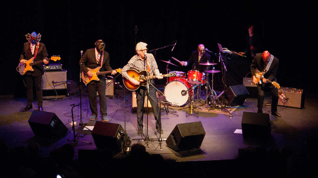 Songs We Love: Nick Lowe & Los Straitjackets, 'Christmas At The Airport'