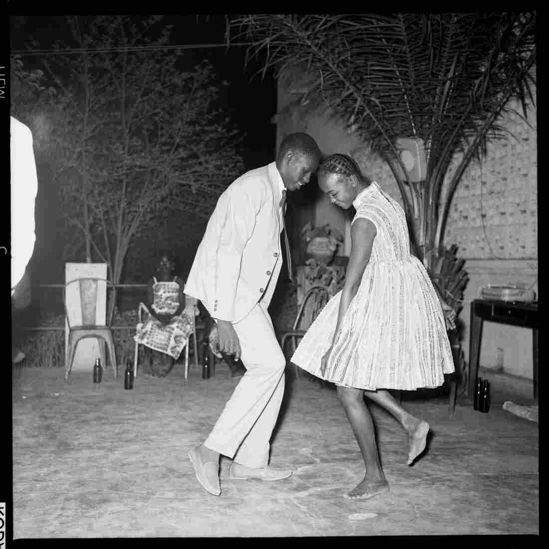 Nui de Noel (Happy Club), 1963 by Malick Sidibe