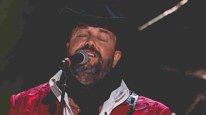 The Mavericks perform at the 2015 Americana Music Awards.