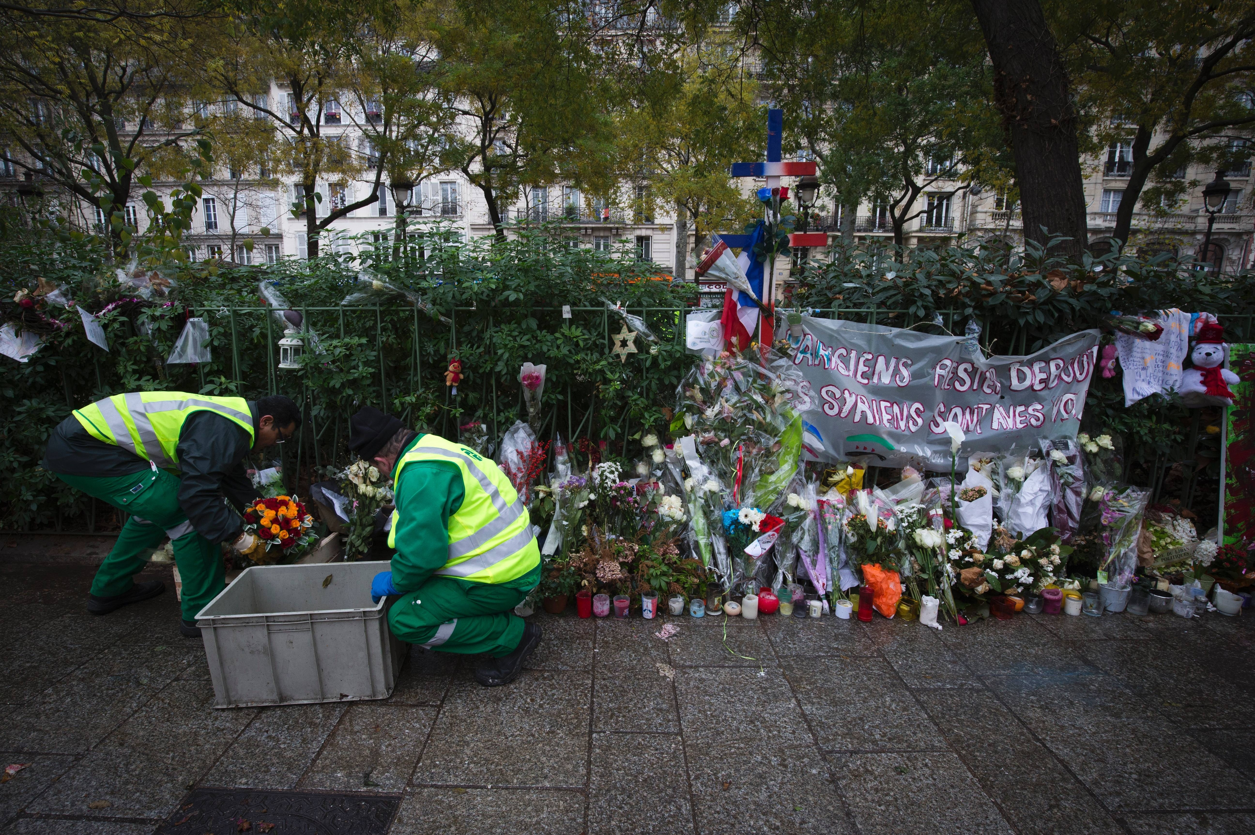 Paris Preserves Impromptu Memorials To Victims Of Attack