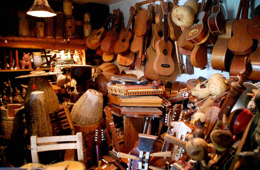 Jaranas, psalteries and other instruments in Guillermo Contreras' apartment.