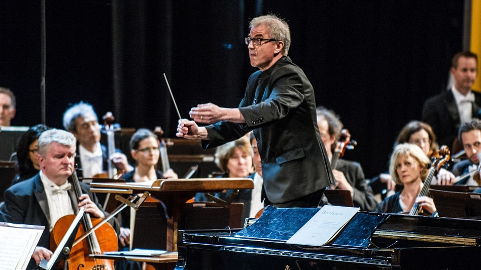 Osmo Vänskä conducts the Minnesota Orchestra in Havana, Cuba in May 2015. (AFP/Getty Images)