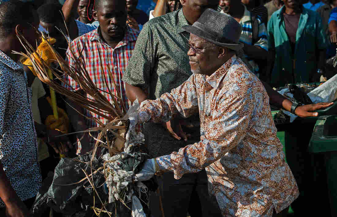 Tanzanian President John Magufuli canceled Independence Day celebrations and ordered a national day of cleanup instead. He picked up trash outside the State House during the Dec. 9 event.