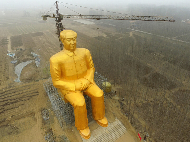 The huge statue of Chairman Mao Zedong in central China's Henan province before it was demolished. (AFP/Getty Images)