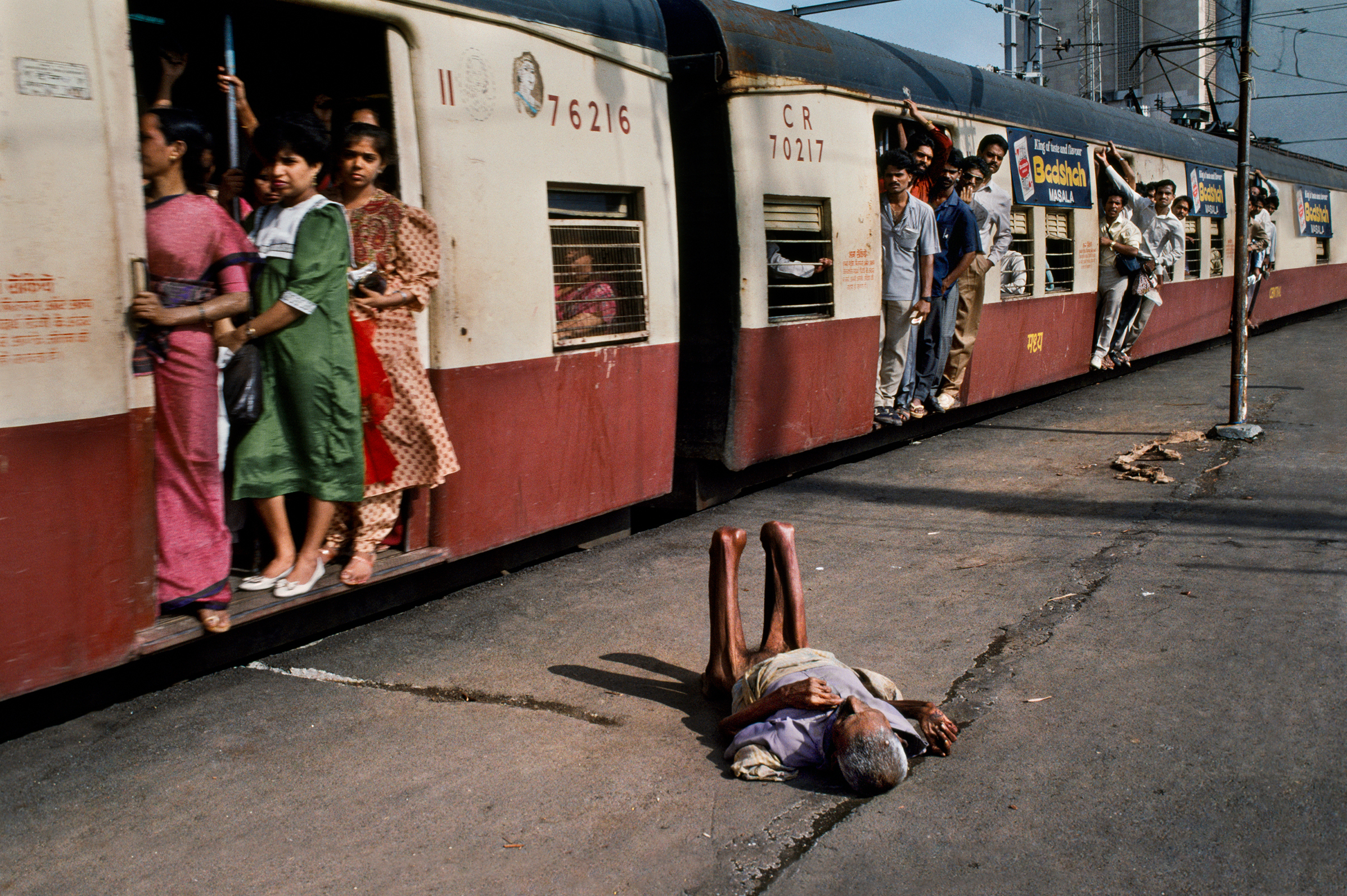 A Photographer Captures Extraordinary Moments Of Everyday Indian Life
