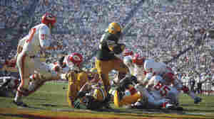 Green Bay Packers' Elijah Pitts runs with the ball during Super Bowl I against the Kansas City Chiefs at Memorial Coliseum on Jan. 15, 1967, in Los Angeles.