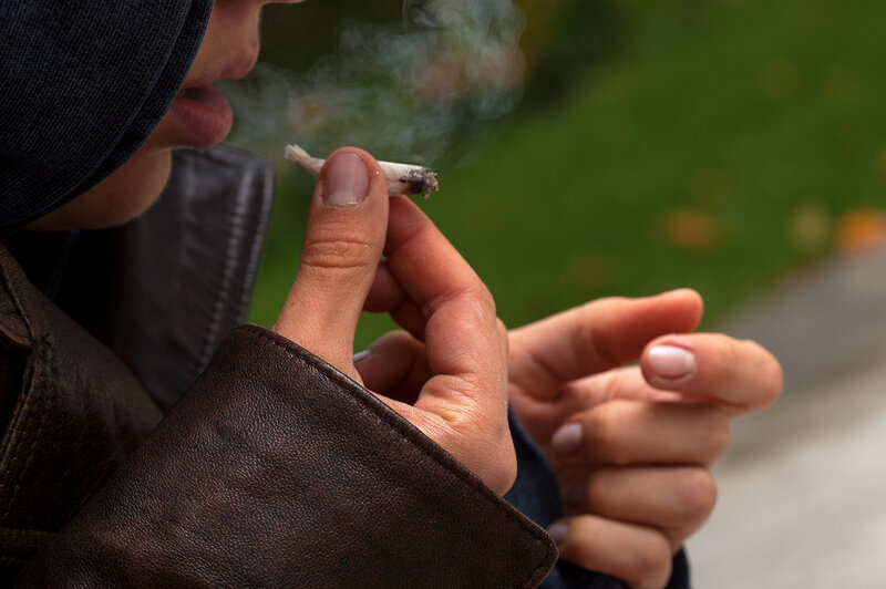 Link Between Adolescent Pot Smoking And >> Study Finds No Clear Link Between Teen Pot Use And Psychosis Shots