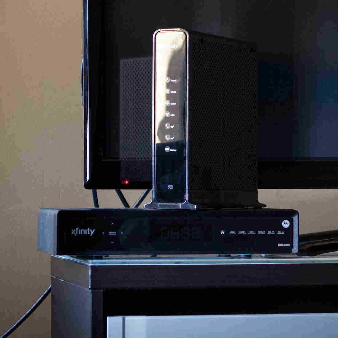 A study by two U.S. senators estimated that 99 percent of cable TV subscribers rent their set-top boxes and pay on average $231 a year to do so.