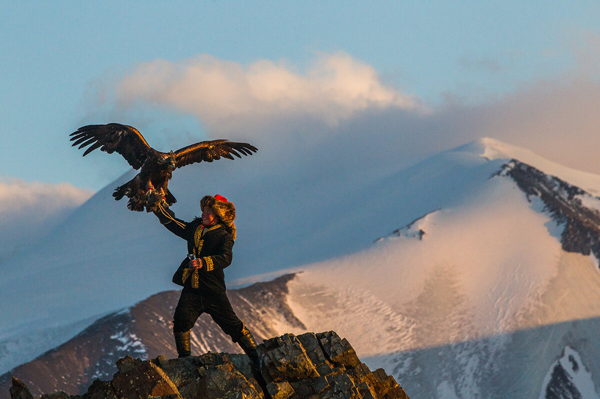 A still image from the documentary The Eagle Huntress.