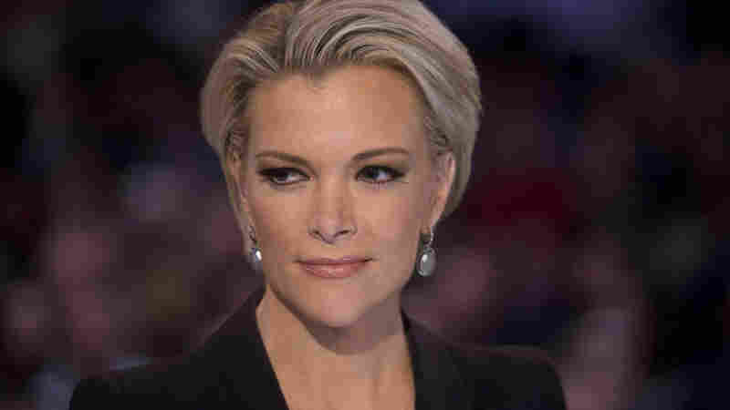 Fox News anchor Megyn Kelly waits to begin the Republican presidential candidate debate Thursday.