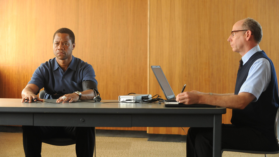 Cuba Gooding Jr. plays O.J. Simpson and Joseph Buttler is a polygraph examiner in the FX series <em>The People v. O.J. Simpson: American Crime Story, </em>which premieres Feb. 2<em>.</em> (Ray Mickshaw/FX)