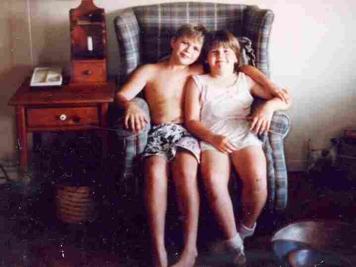 """Sean Smith, 10, with his sister Erin, 8, at home on June 4, 1989,"""" the day before her death."""