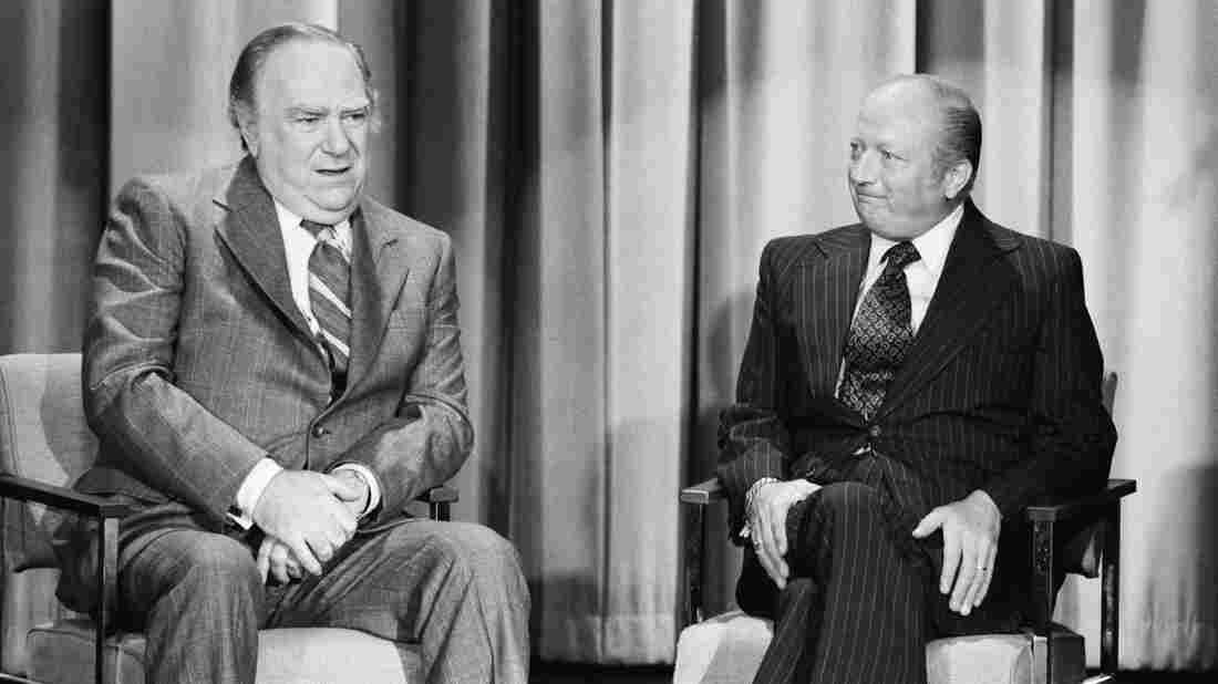 Bob Elliott (right) and Ray Goulding, known as the comedy team of Bob and Ray, during an appearance on The Tonight Show Starring Johnny Carson in 1976.