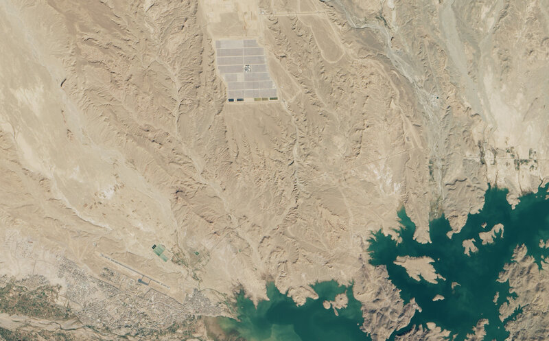 The Noor I power plant as seen from space. In the lower left, you can see the Moroccan town of Ouarzazate; in the lower right is the reservoir that is supplying the plant with water.