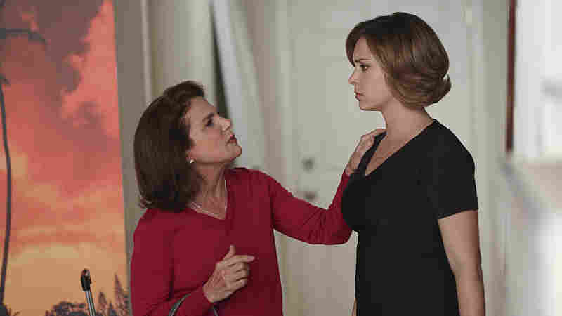 Tovah Feldshuh and Rachel Bloom in the CW's Crazy Ex-Girlfriend.