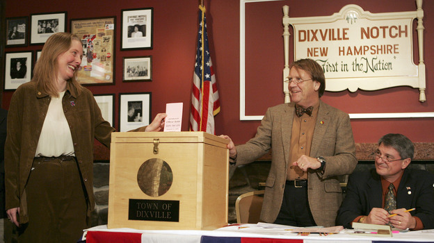 Tom Tillotson, center, watches as Donna Kaye Erwin cast the first ballot for the nation's first primary in Dixville Notch, N.H., in 2008. (AP)